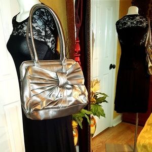 Elle silver metalic large Purse with bow design